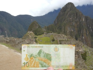 Back of 10 soles bill and Machu Picchu