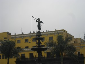 Fountain in center of Plaza de Armas