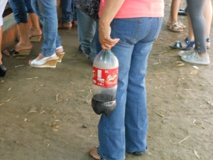 Person with bottle at Lima's zoo
