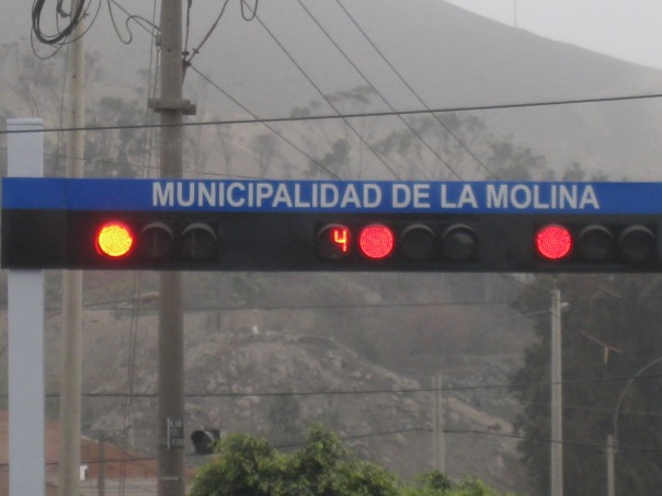 Red light countdown timer in Peru