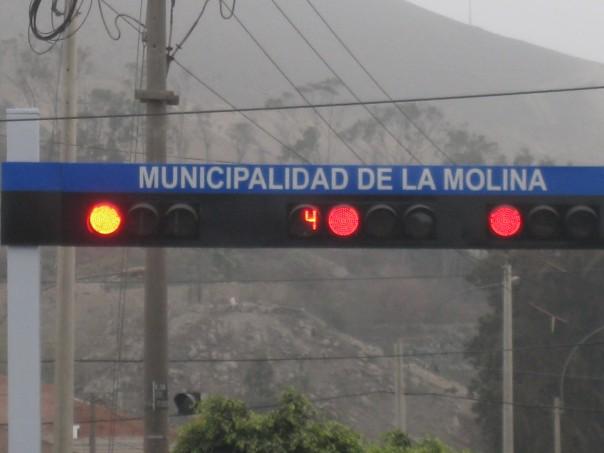 Red light countdown timer in Peru