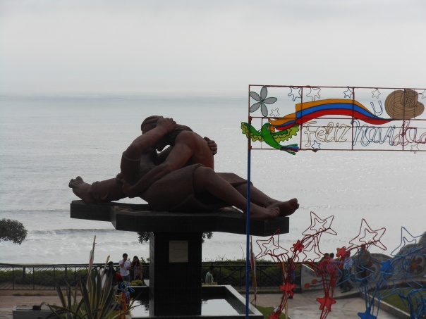 The Kiss - statue in Lima, Peru